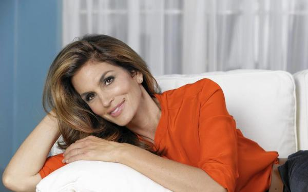 Cindy Crawford talks 'Becoming' herself, being a mom and learning to love her mole