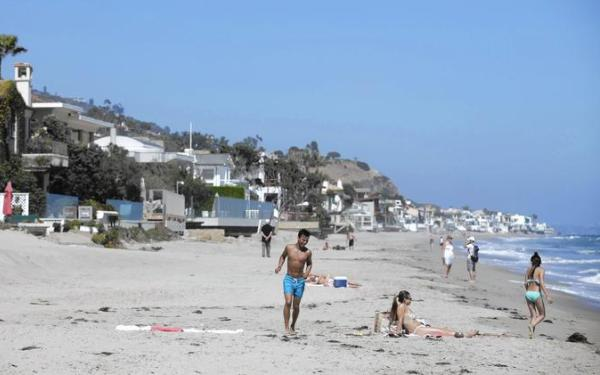 Resistant Malibu homeowner finally opens pathway to 'Billionaires' Beach'