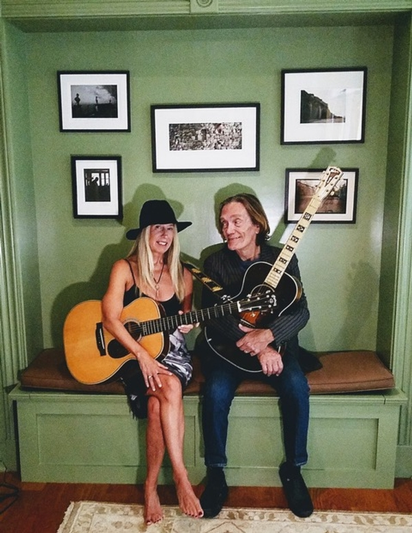 Guitarist GE Smith Joins Taylor Barton in Los Angeles to perform songs from 'House of Light'