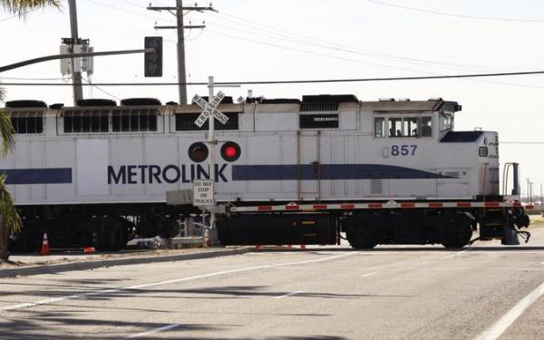Metrolink to offer fare, pass discounts, higher student discounts to boost ridership, revenue