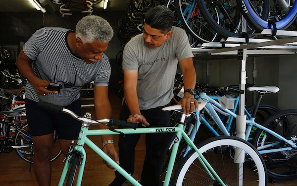 Fixie bikes ride into the mainstream