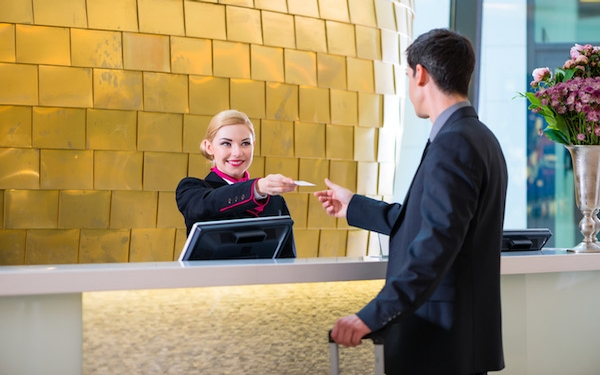 8 things you should never do at hotel checkout