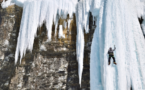 Learning to ice climb — and chill out — in what may be sport's perfect classroom in Canada