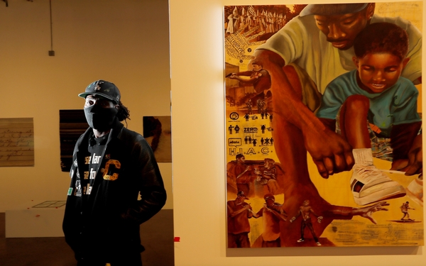 Homeless artist wants to 'be the light' on LA's skid row