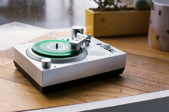 Gadgets: Past and present combine in mini turntable