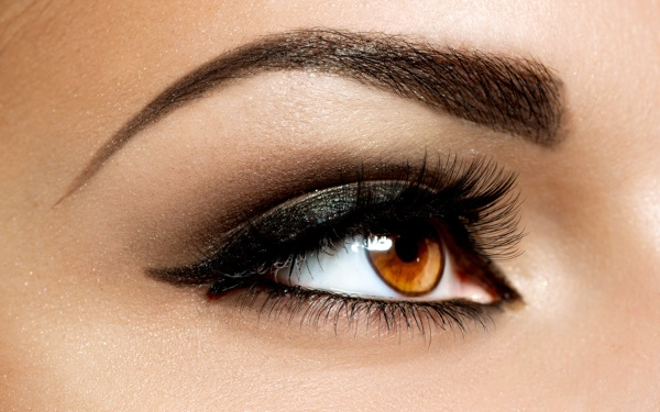 How to Create a Smoky Eye Look for the Season