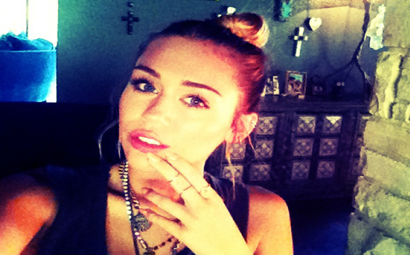 Miley Cyrus, Liam Hemsworth Announce Engagement