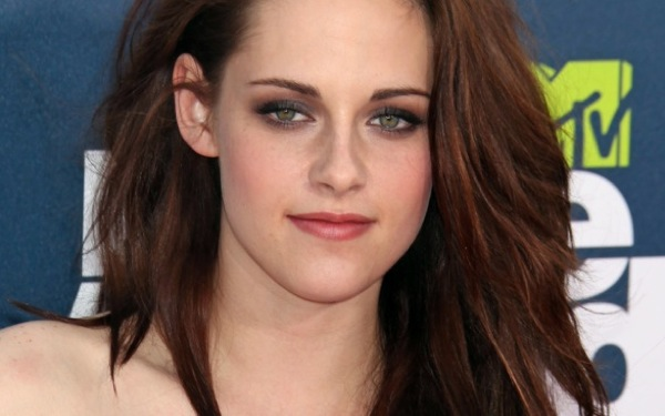 <i>Snow White and the Huntsman</i> Sequel: K-Stew Goes, but Chris & Charlie Stay