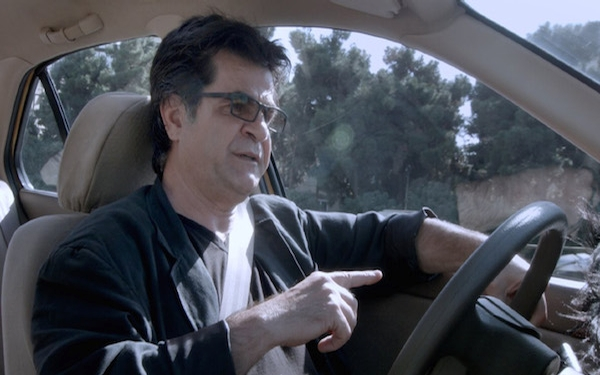 Iranian filmmaker disguises himself as a cabbie in fascinating 'Taxi'