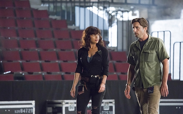 Showtime's 'Roadies' piles on the pain, but where's the real-life love of rock 'n' roll?
