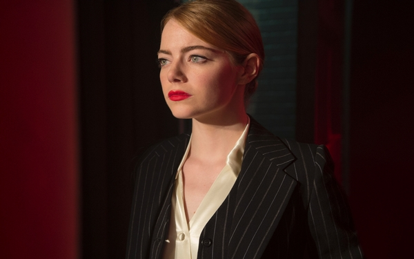 Emma Stone sings, dances, dazzles in 'La La Land'