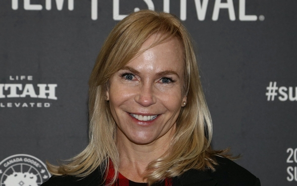 TV veteran Marti Noxon, a writer on 'Buffy' & other shows, makes her directing debut