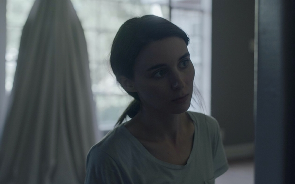 Love lingers, time flies in 'A Ghost Story'