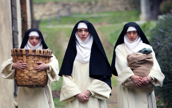 Alison Brie, Aubrey Plaza & Molly Shannon have a blast in a medieval romp