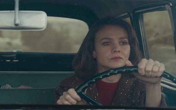 'Wildlife' review: Paul Dano directs Carey Mulligan in stirring adaptation of a fractured marriage