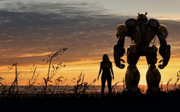 'Bumblebee' is a sweet, refreshingly small-scaled 'Transformers' prequel