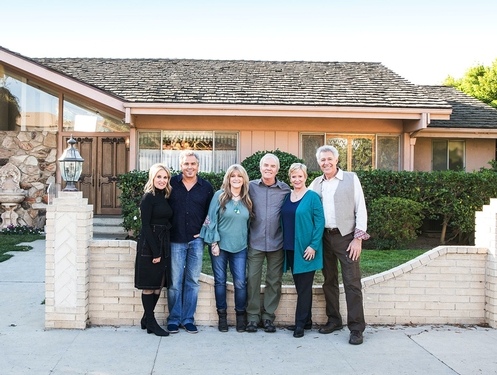 'Brady Bunch' residence houses cast reunion for 'A Very Brady Renovation'