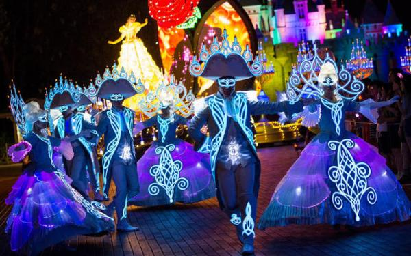 What to expect from Disneyland's Paint the Night parade