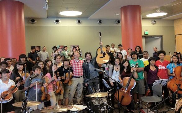 Juanes Shows His Heroic Side to Local Youth Orchestra