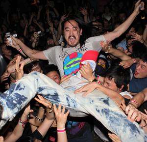 Steve Aoki and Mark the Cobrasnake