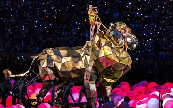 Super Bowl 2015: Katy Perry packs it all into halftime show