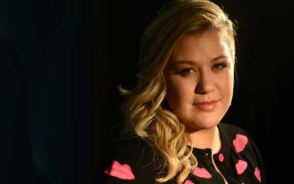 Kelly Clarkson offers up a 'Piece' of her mind