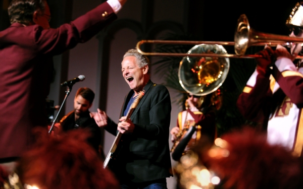 Fleetwood Mac's Lindsey Buckingham reunites with USC band for 'Tusk'