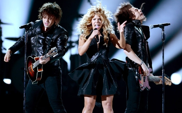 Family ties keep The Band Perry on road to success