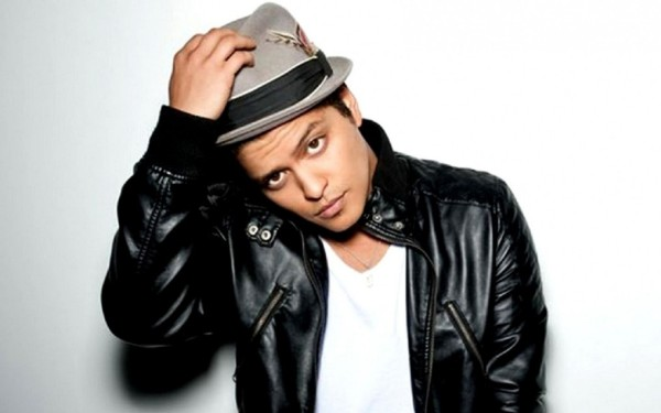 Bruno Mars asked to perform in Super Bowl 50 halftime show