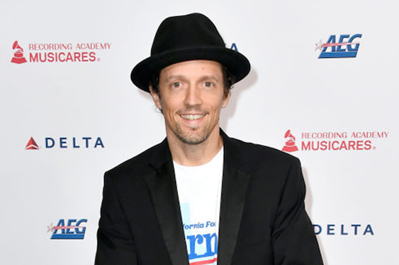 Jason Mraz fully embraces reggae on his new album, and thanks high-school bullies
