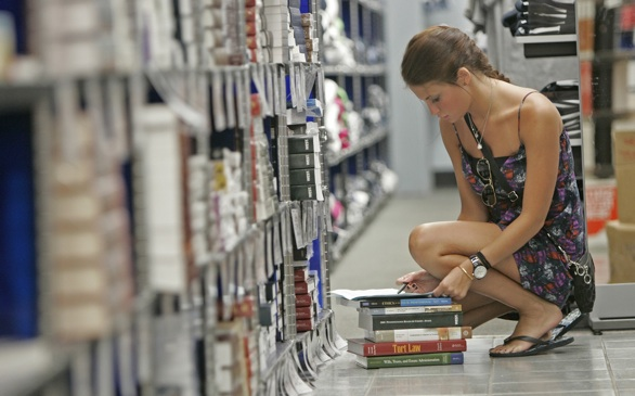Not All Students Love E-Textbooks—Many Prefer Old-School Print Books