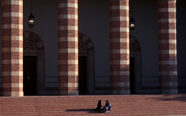 REPORT: Financial Aid Doesn't Cover Low-Income Students' Rising College Costs