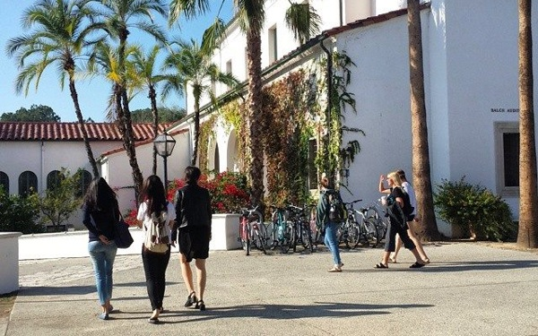 Women's Colleges Lead Push to Redefine Gender Rules