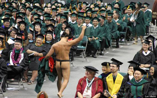 Why did this University of Hawaii student strip down for graduation?