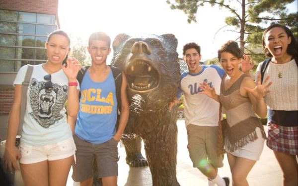 UCLA receives record number of applications for 2015