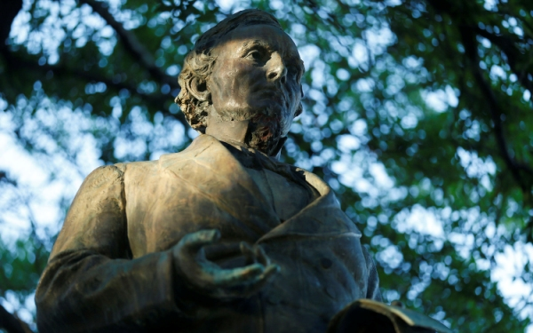 University grapples with statues of Confederate generals, officials