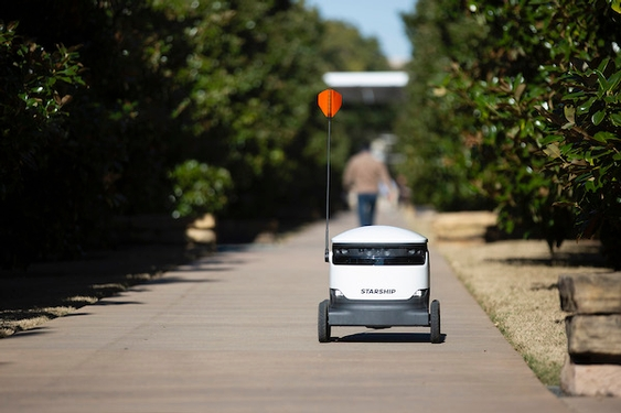 On University of Texas at Dallas' growing campus, meal-delivering robots make splashy debut