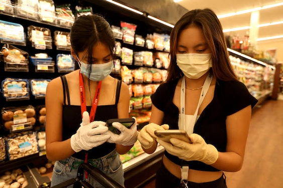 Teen volunteers organize service to help most vulnerable during coronavirus outbreak