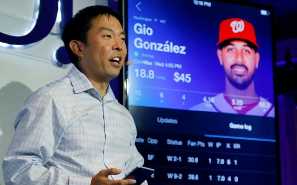 Yahoo amps up fantasy sports, allowing users to compete for money